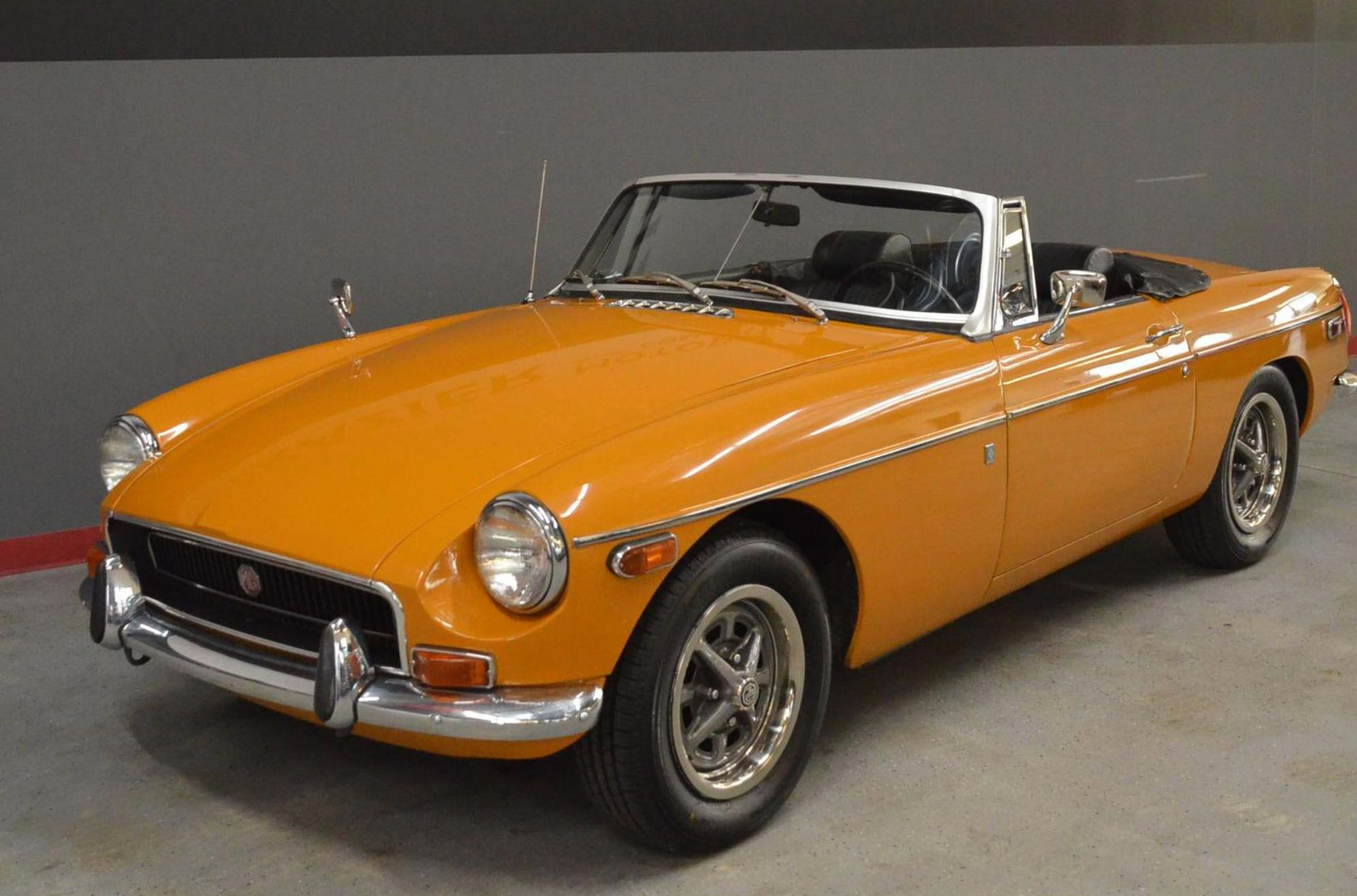 """<img src=""""1970-mg-mgb.jpg"""" alt=""""This 1970 MG MGB is up for grabs"""">"""