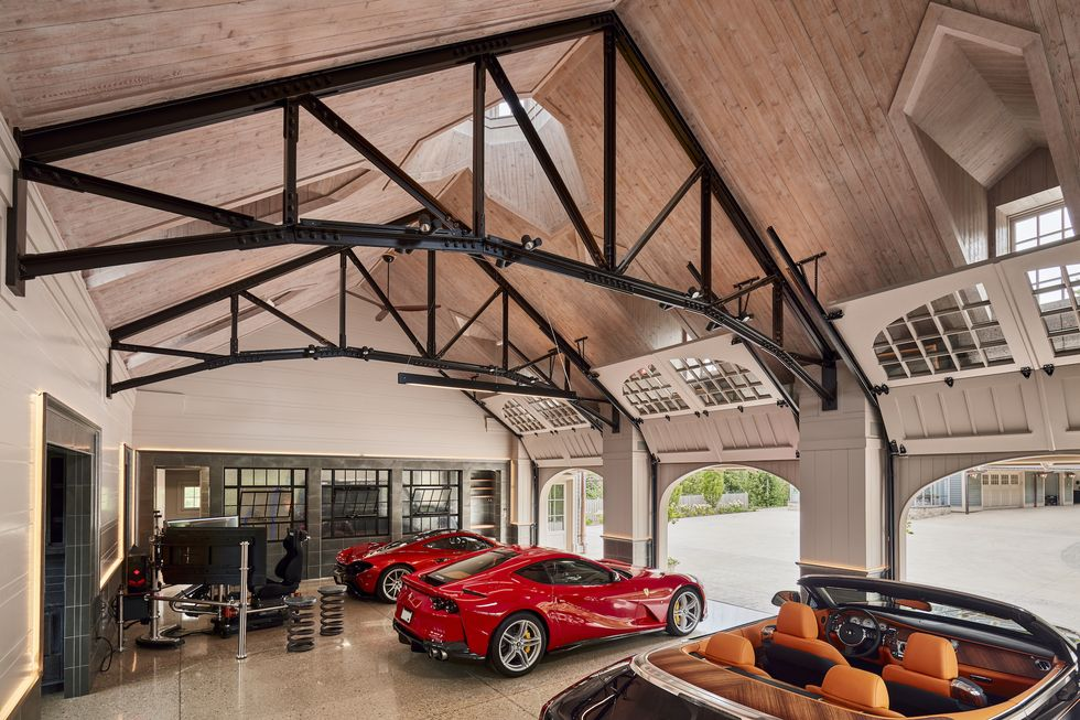 "<img src=""dream-garage-2.jpg"" alt=""This carriage house was turned into a dream garage"">"