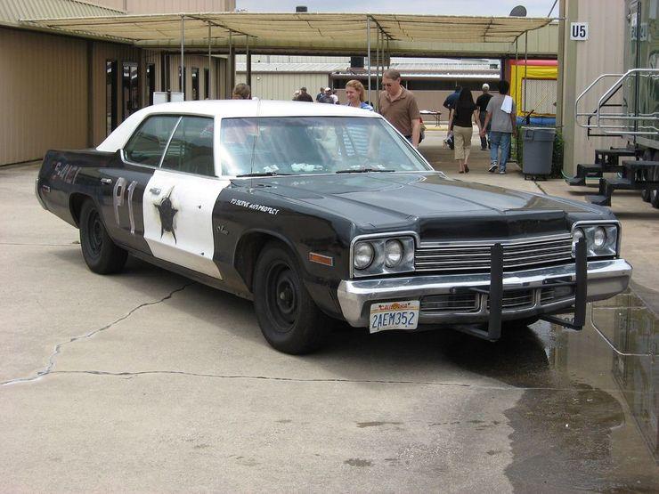 "<img src=""movie-blues-brothers-dodge-monaco.jpg"" alt=""A 1974 Dodge Monaco from Blues Brothers"">"
