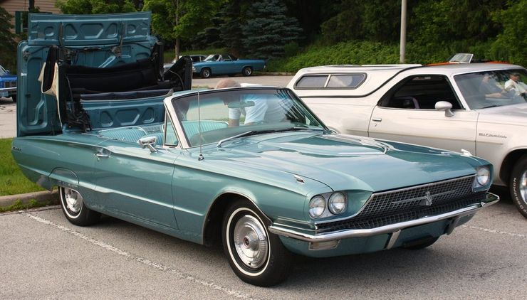 "<img src=""movie-thelma-and-louise-tbird.jpg"" alt=""A 1966 Ford Thunderbird convertible"">"