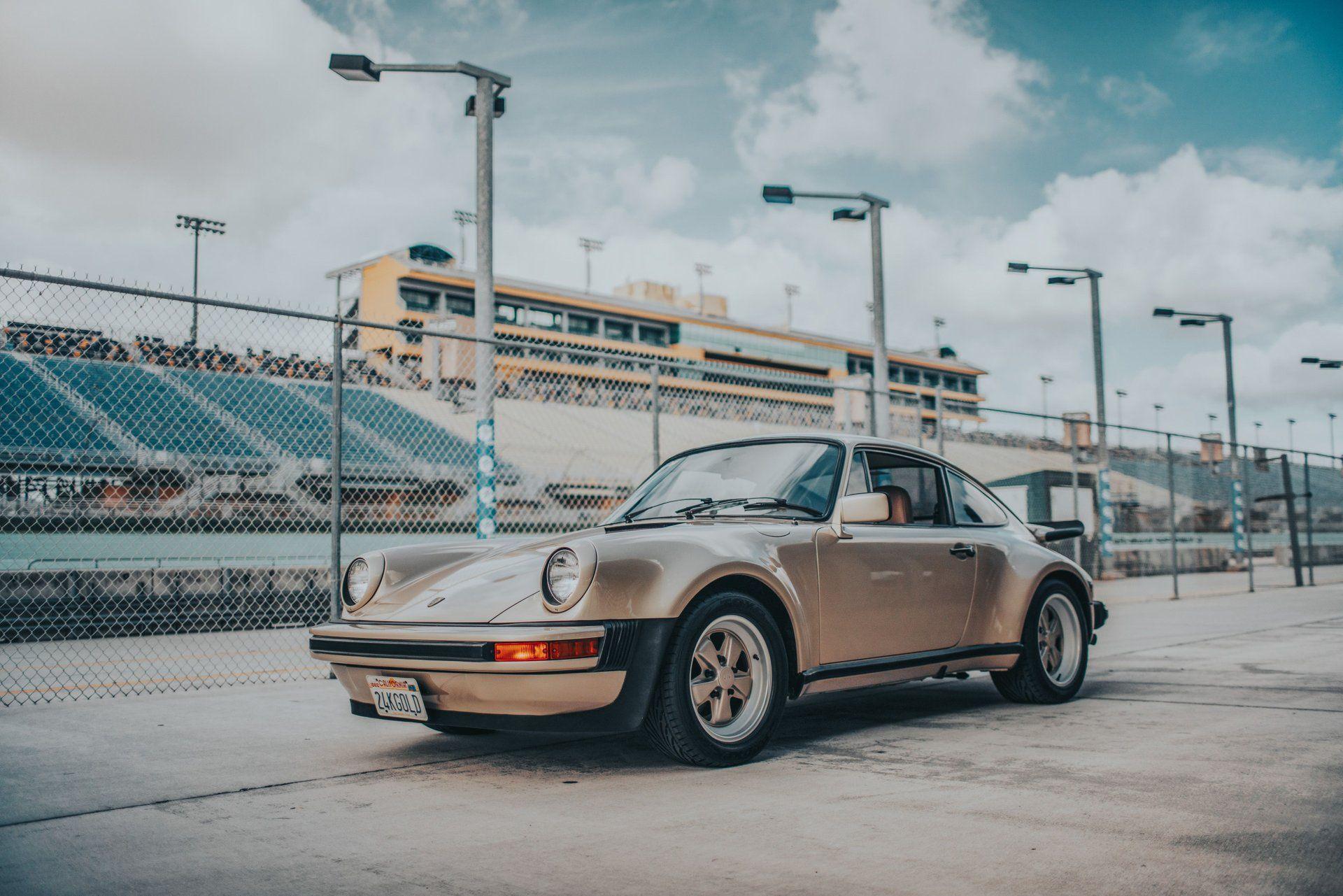 "<img src=""1976-porsche-911-s-signature-edition.jpeg"" alt=""A stunning 1976 Porsche 911 S Signature Edition"">"