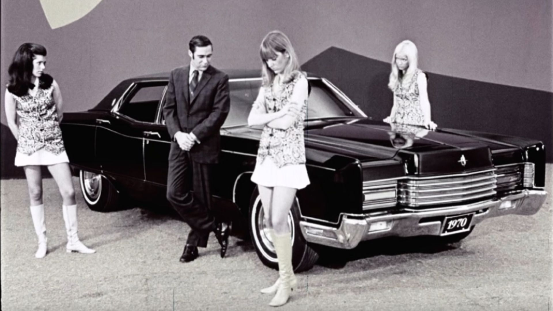 Learn How The 1970 Imperial Trashes The Lincoln Continental
