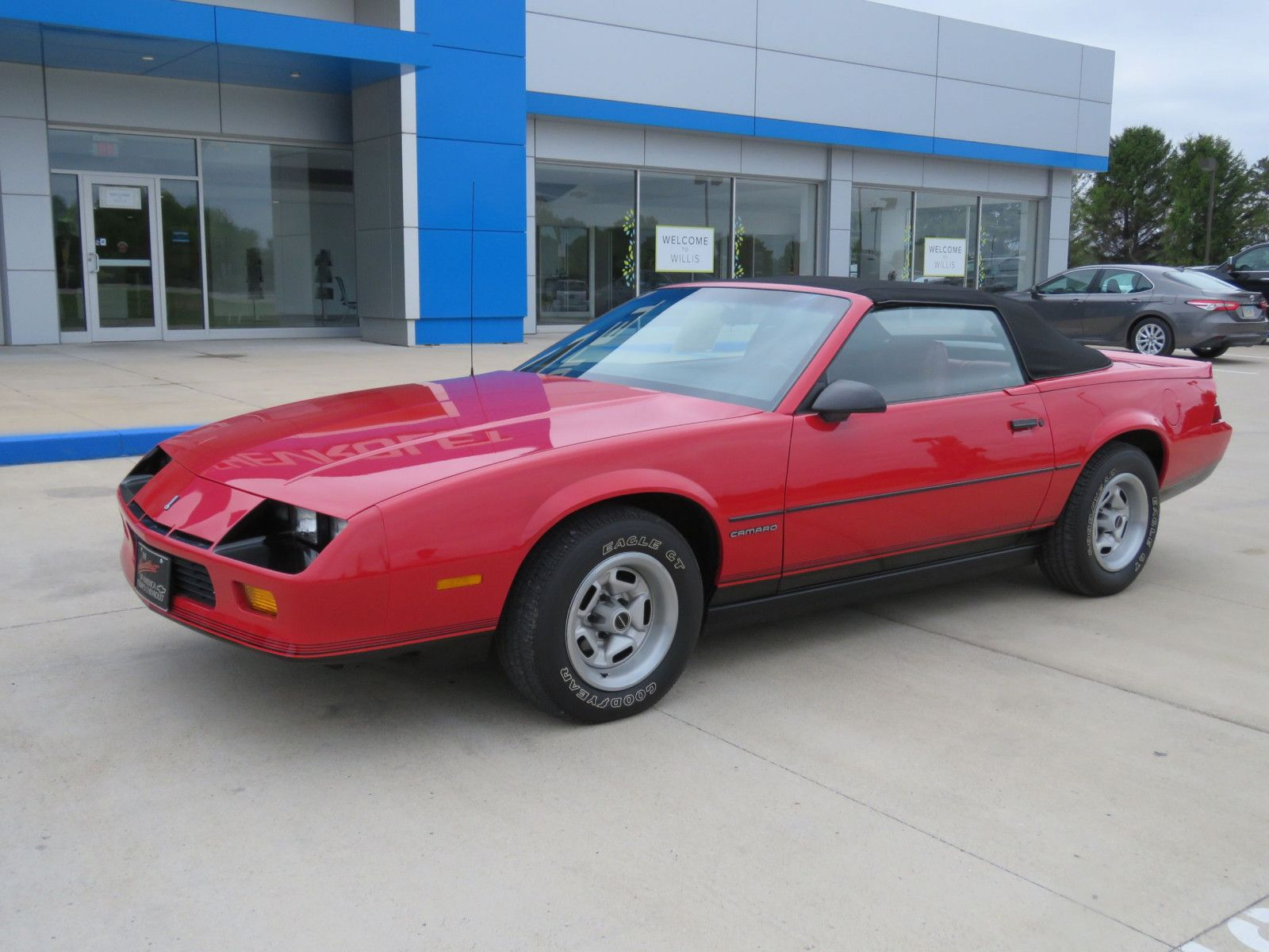 "<img src=""don-1987-camaro.jpg"" alt=""A 1987 Chevrolet Camaro IROC Coupe"">"