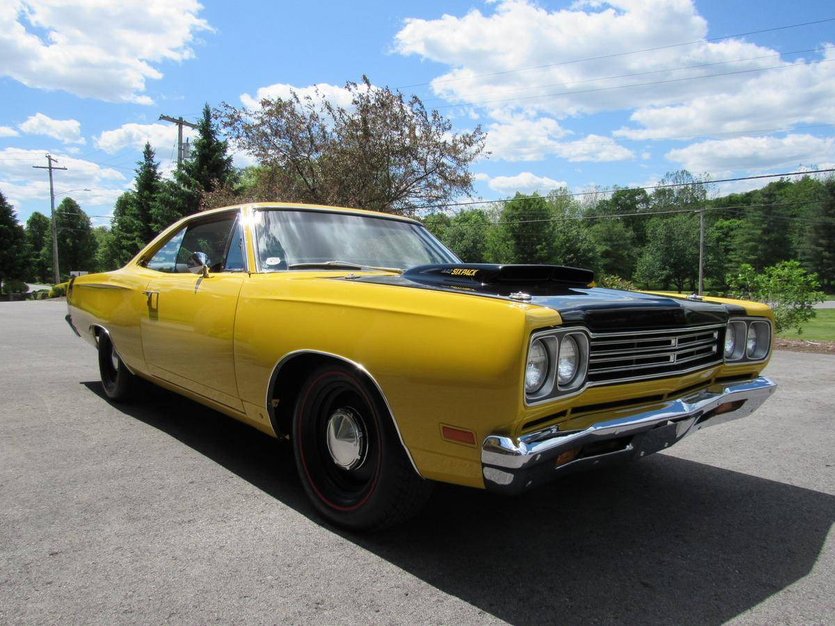 """<img src=""""1969-plymouth-road-runner-2.jpg"""" alt=""""A 1969 Plymouth Road Runner going to auction through Hemmings"""">"""