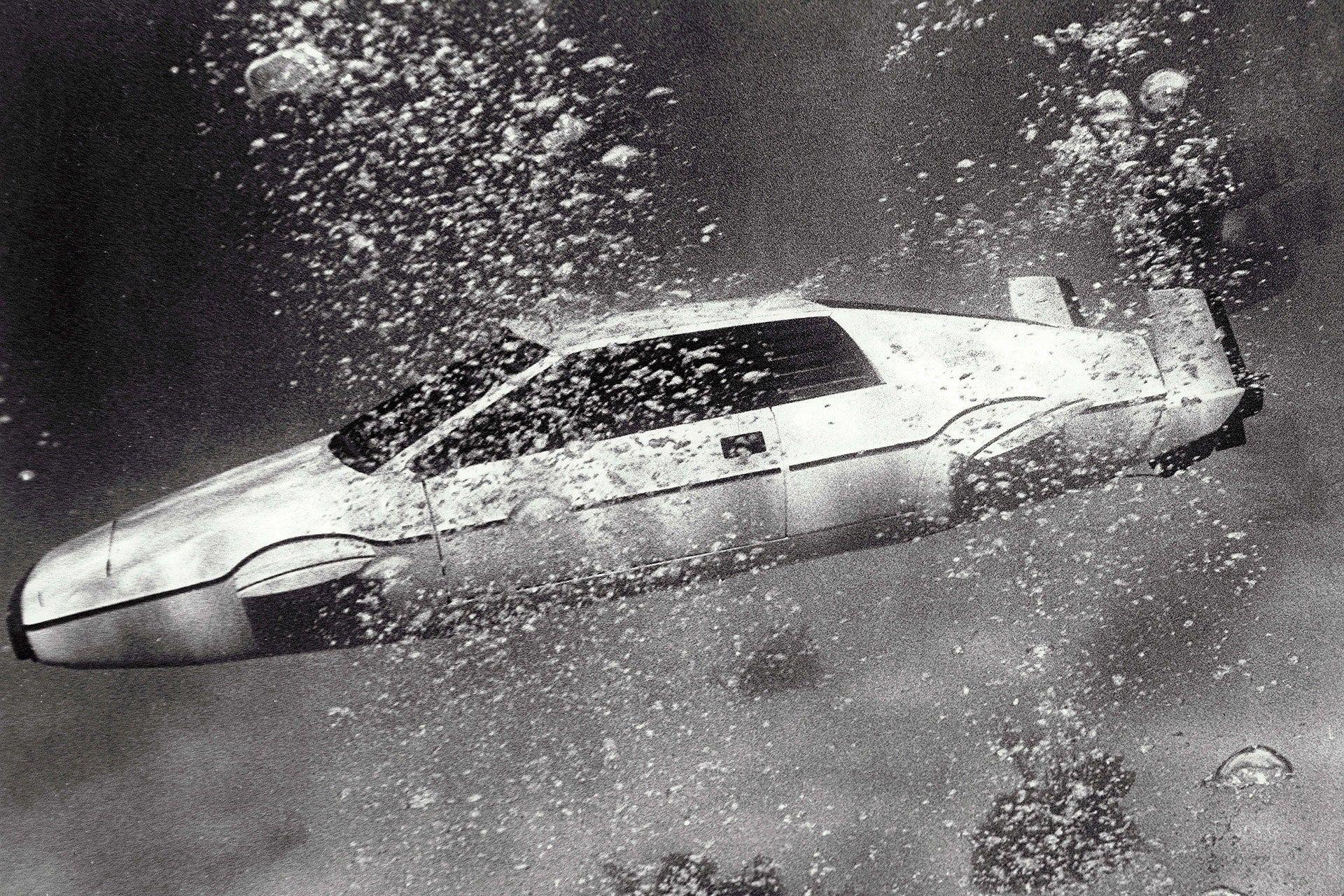 "<img src=""elon-musk-lotus.jpg"" alt=""1976 Lotus Espirit ""Wet Nellie"" prop"">"