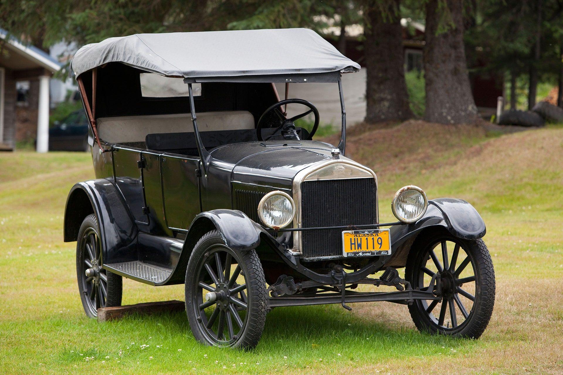 """<img src=""""elon-musk-model-t.jpg"""" alt=""""Ford Model T"""">"""