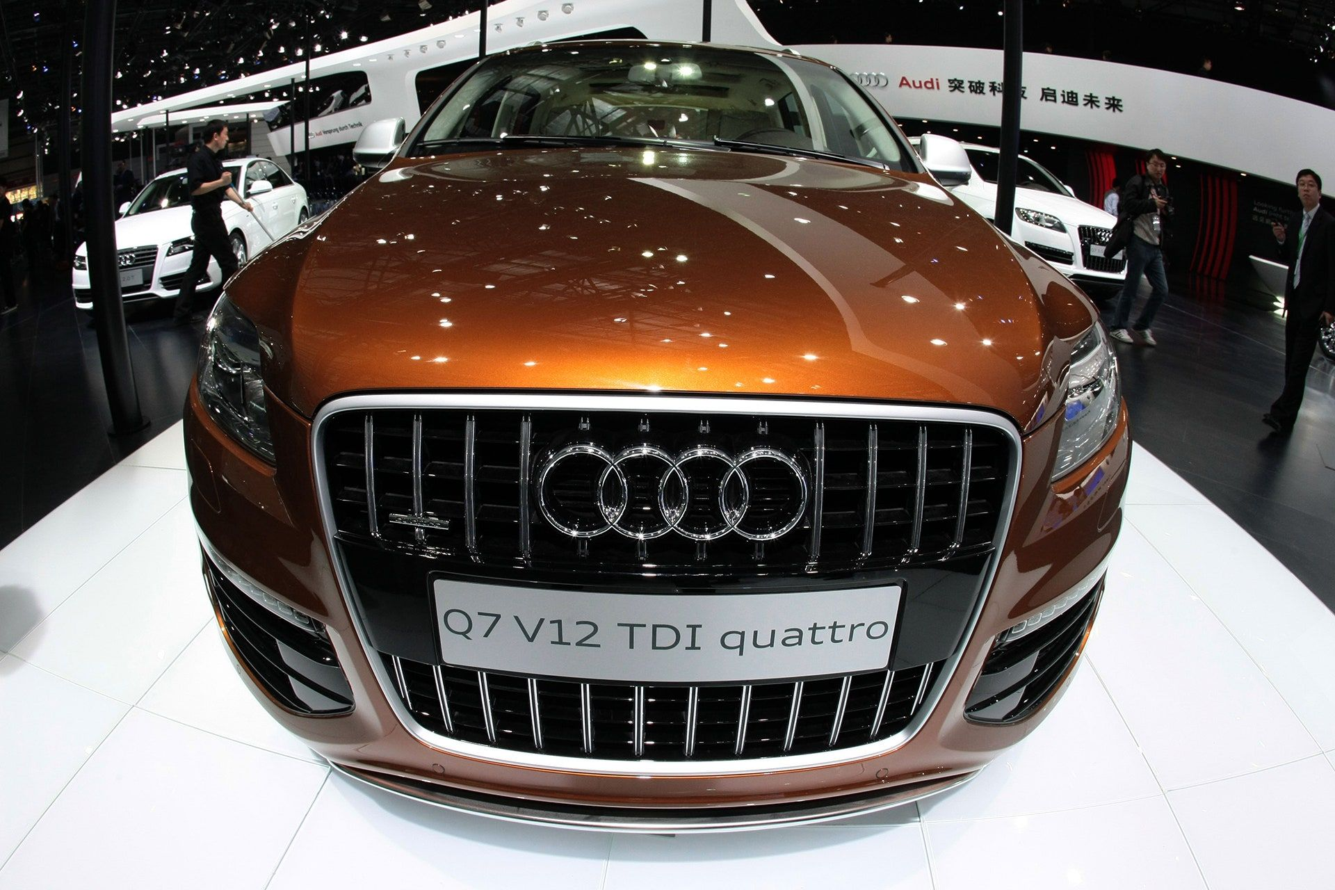 "<img src=""elon-musk-q7.jpg"" alt=""Audi Q7"">"