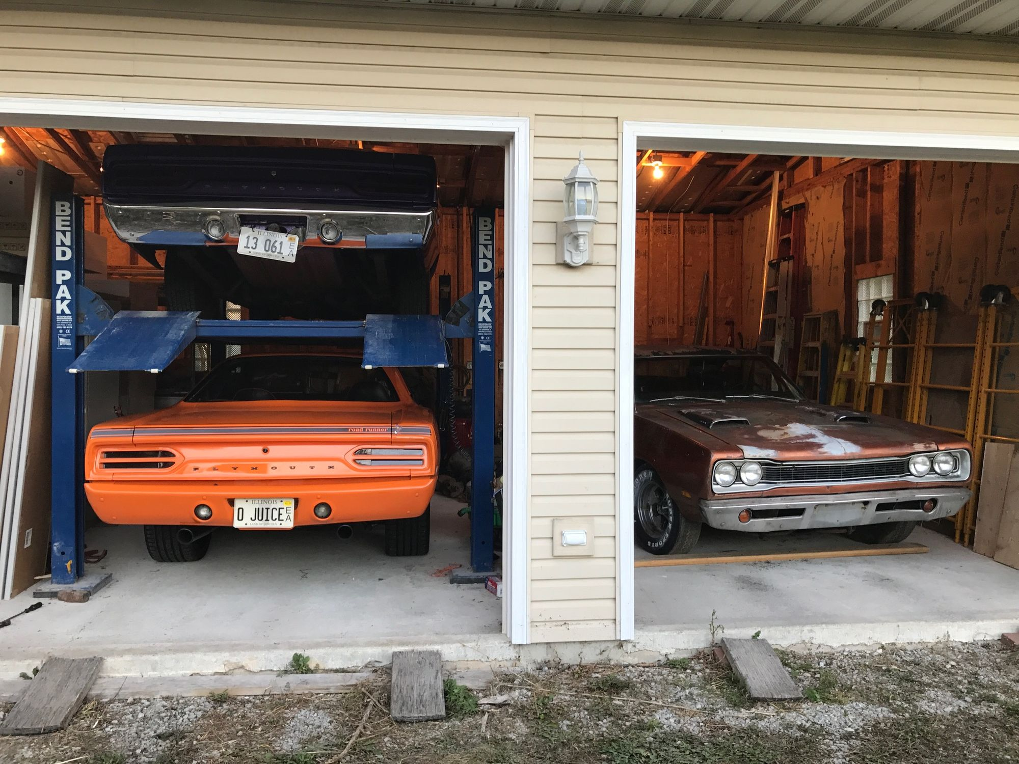 "<img src=""1969-bee-and-1970-road-runner.jpeg"" alt=""1970 Plymouth Road Runner and the 1969 Dodge Super Bee"">"