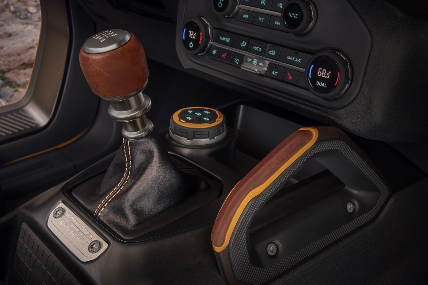 """<img src=""""bronco-manual.jpeg"""" alt=""""The 7-speed manual transmission offered in the new 2021 Ford Bronco"""">"""