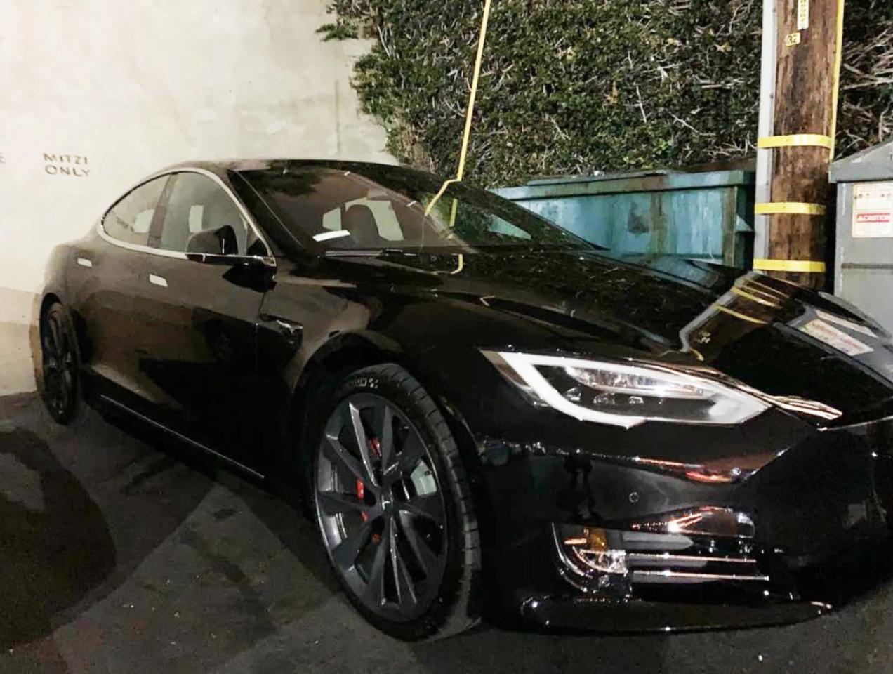 "<img src=""joe-tesla.png"" alt=""A Tesla Model S"">"