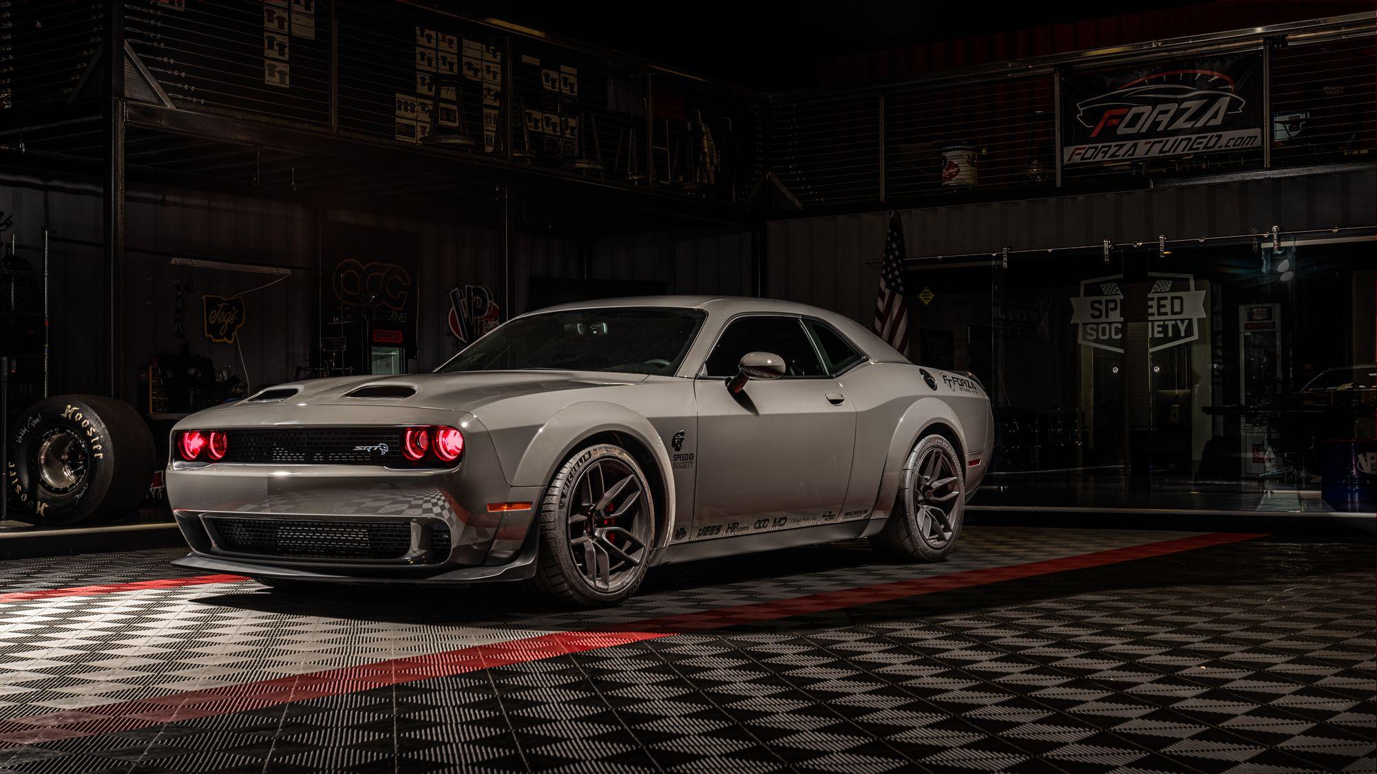 "<img src=""hellcat-redeye-3.jpg"" alt=""A 1,100-horsepower 2019 Dodge Challenger Redeye Hellcat"">"