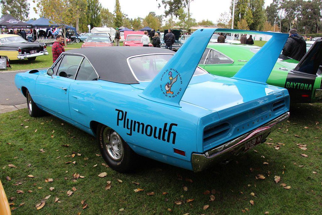 """<img src=""""bird.jpg"""" alt=""""A 1970 Plymouth Road Runner Superbird"""">"""