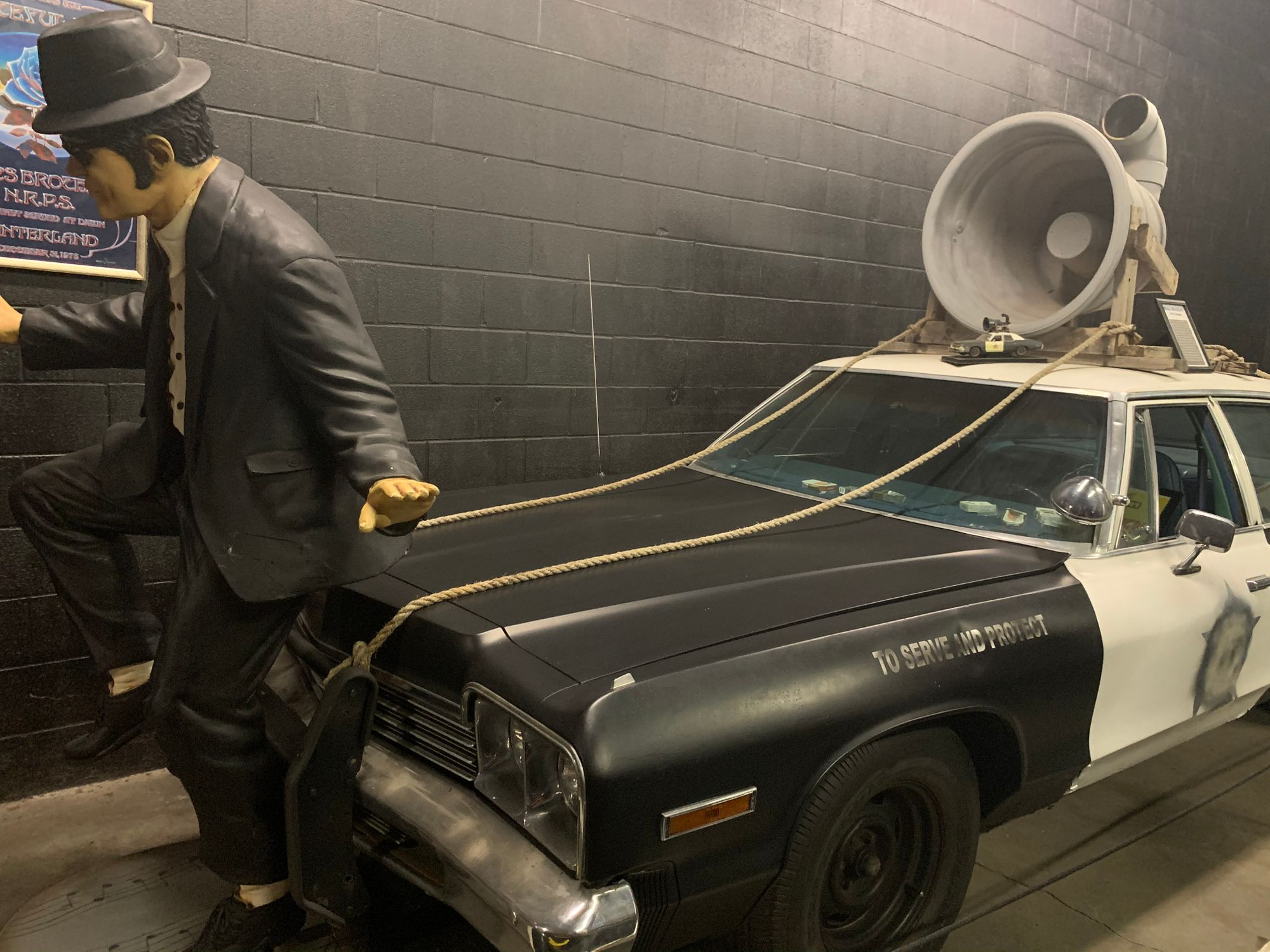 "<img src=""bluesmobile.jpg"" alt=""The ""Bluesmobile"" from The Blues Brothers"">"