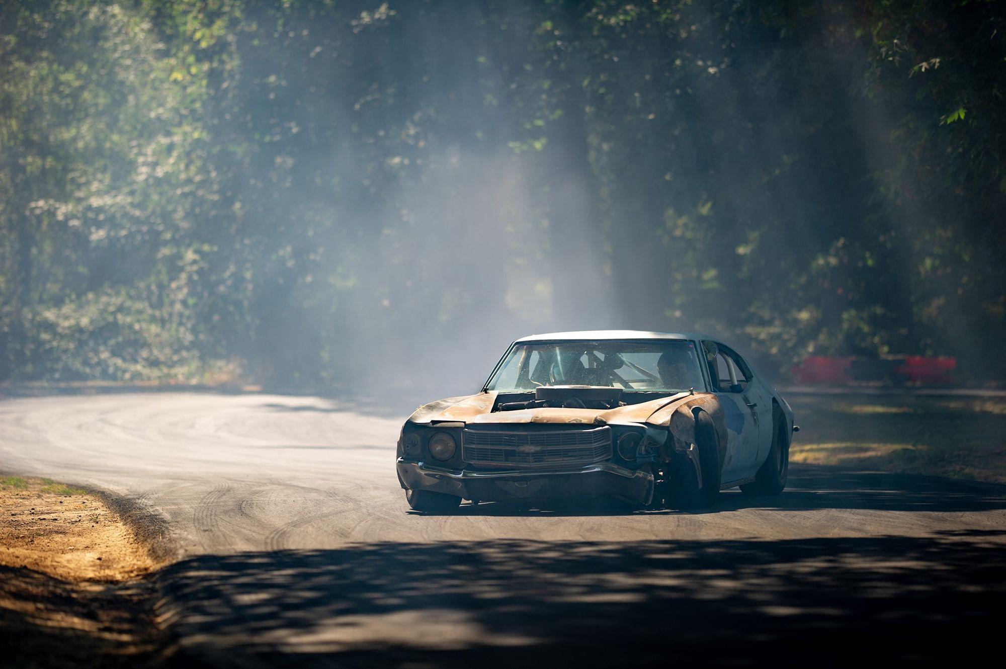 """<img src=""""chevelle.jpg"""" alt=""""A drifting 1972 Chevrolet Chevelle"""">"""
