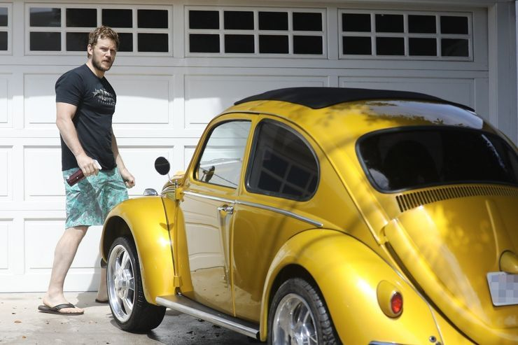 "<img src=""chrispratt.jpg"" alt=""Chris Pratt and his Volkswagen Beetle"">"