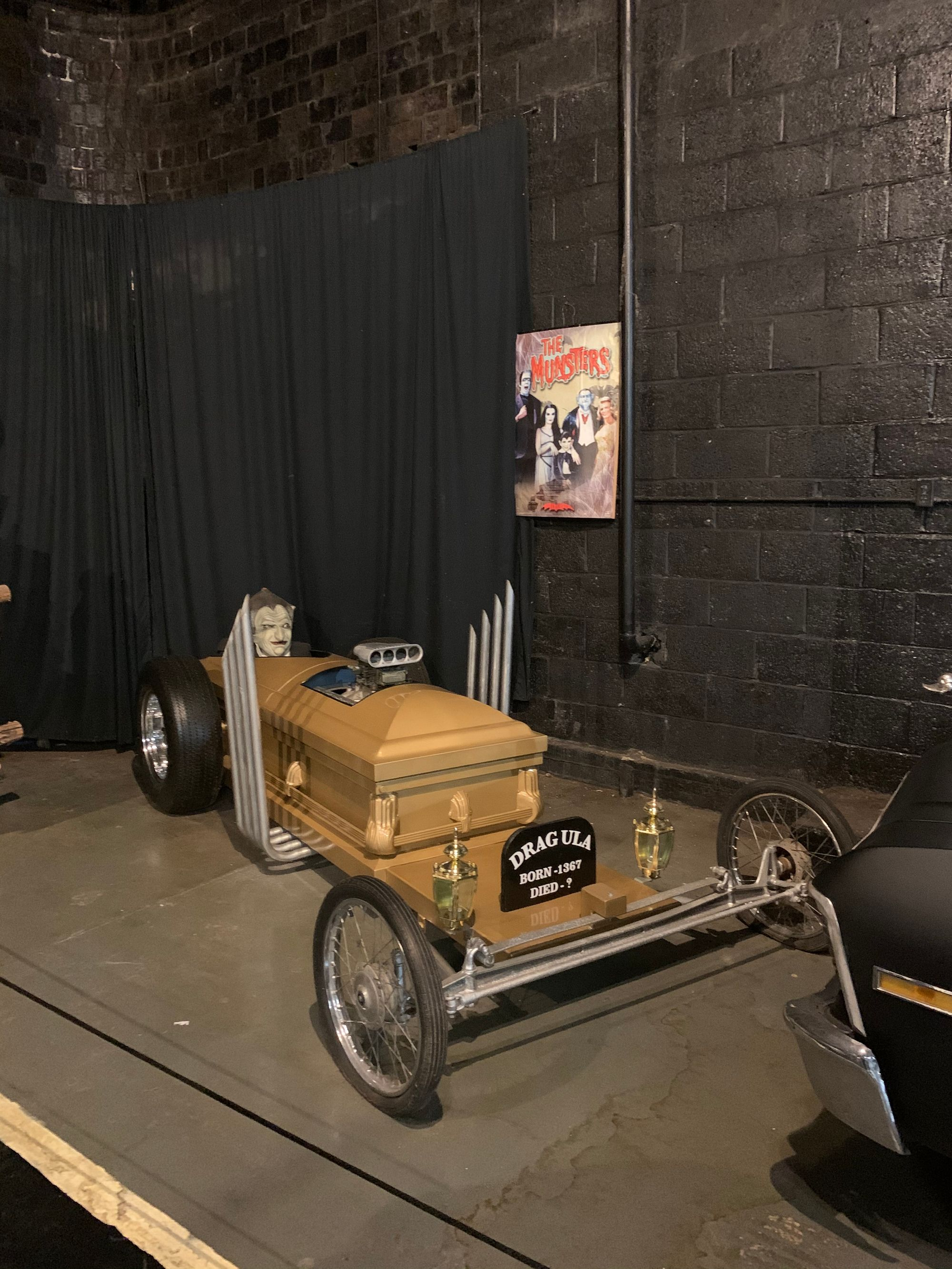 """<img src=""""dragula.jpg"""" alt=""""A replica of the Dragula from The Munsters"""">"""
