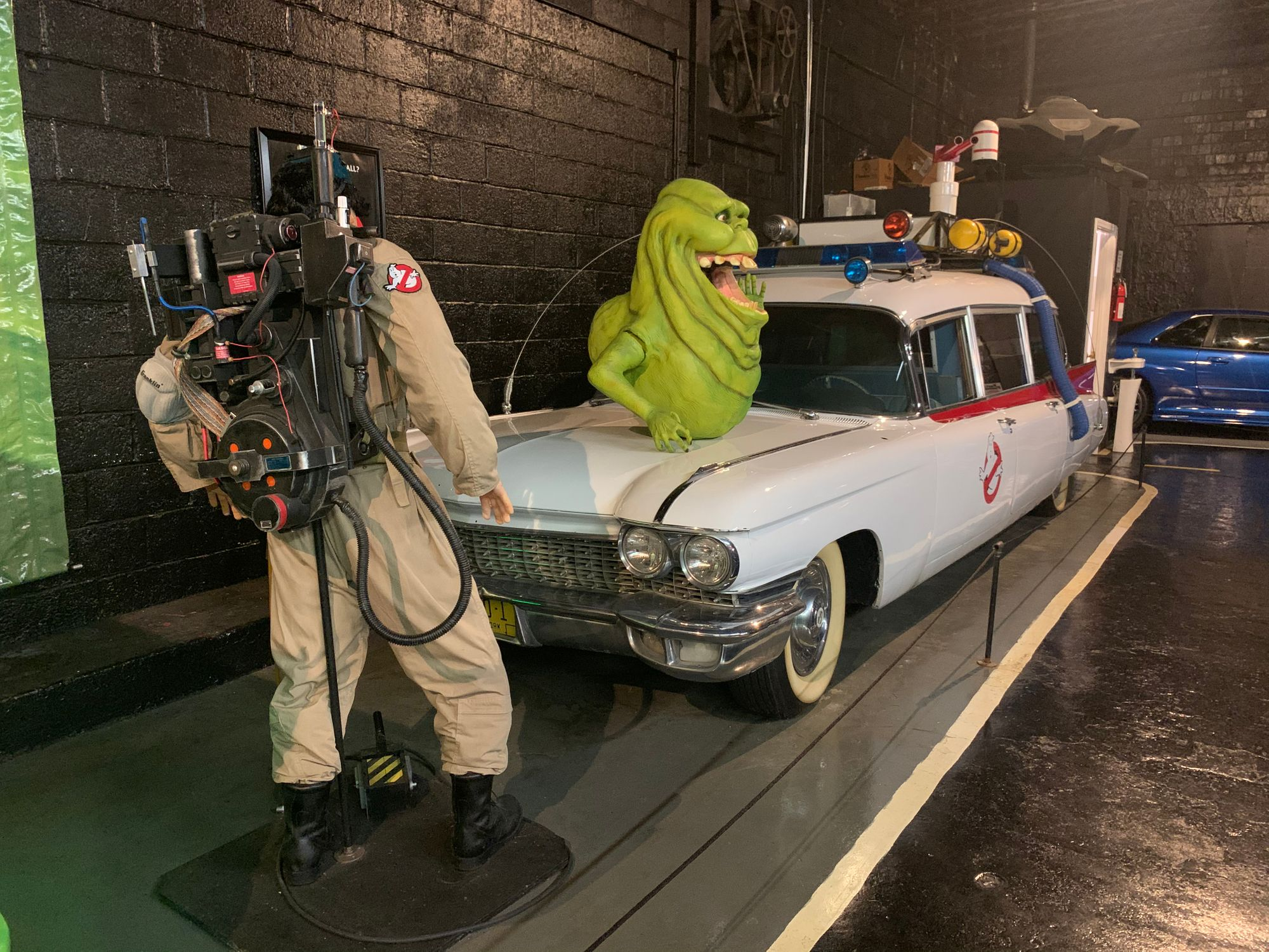 "<img src=""ghostbusters.jpg"" alt=""Ghostbusters Ecto-1"">"