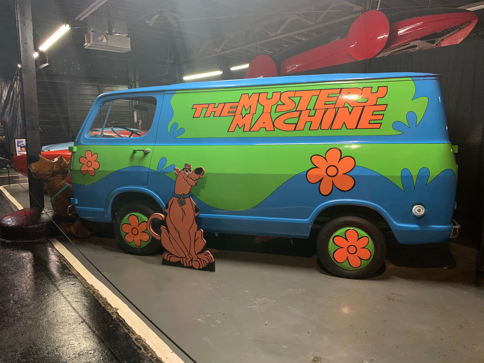 "<img src=""mystery-machine.jpg"" alt=""A replica of the Mystery Machine"">"