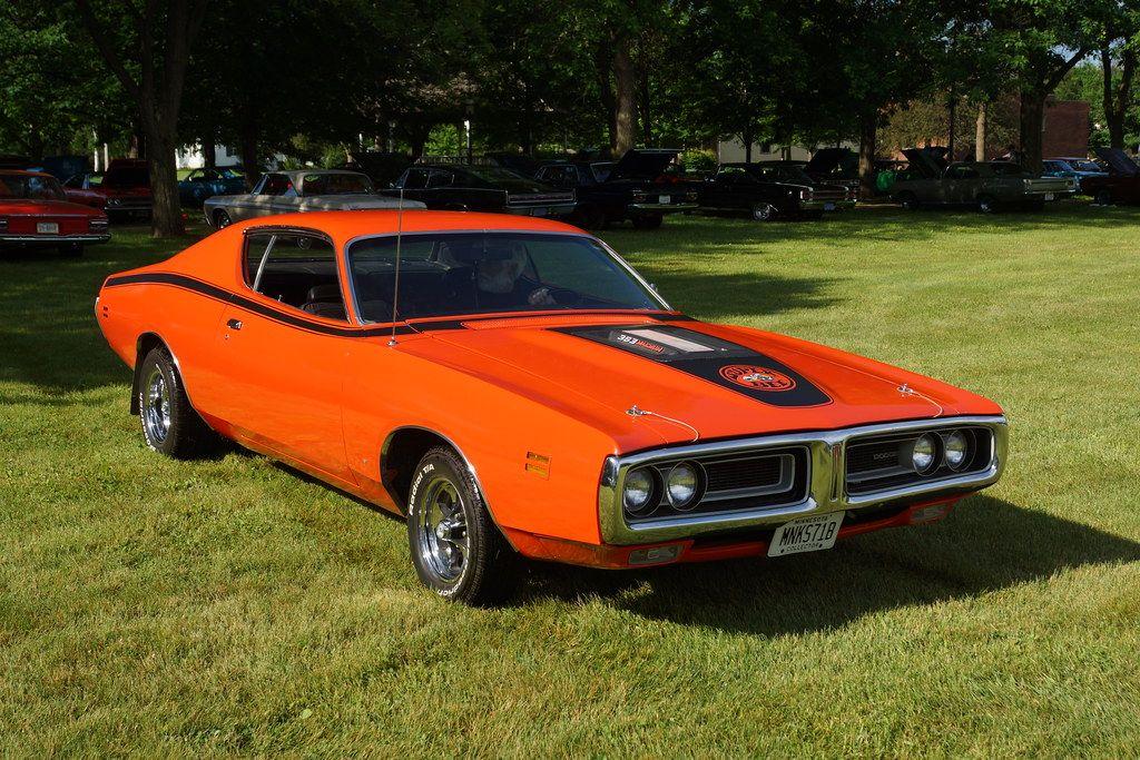 "<img src=""super-bee.jpg"" alt=""1971 Dodge Charger Super Bee"">"