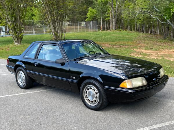 1988 Ford Mustang Notchback 5.0 Is a Budget-Friendly Unicorn