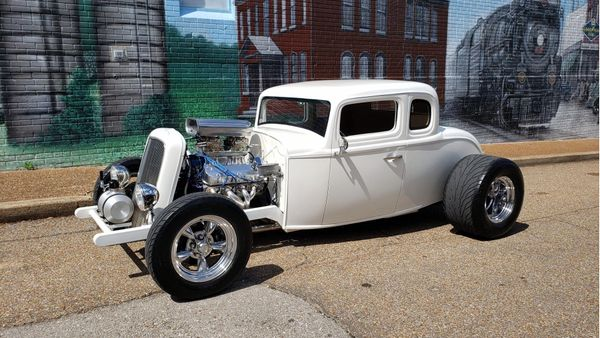 Slick 1932 Ford Proves That Nothing Beats A Cool Hotrod