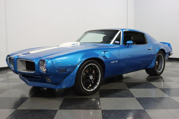 Flex Around Town In A 1971 Pontiac Trans Am Restomod