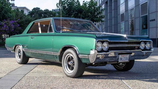 Super-Clean 1965 Oldsmobile 442 Hides Restomod Upgrades
