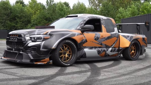 Toyota Tacoma Uses NASCAR V8 For 900-Horsepower