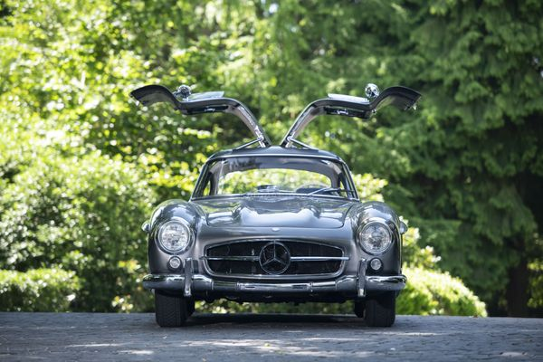 1955 Mercedes 300 SL Gullwing Tops $1.4M