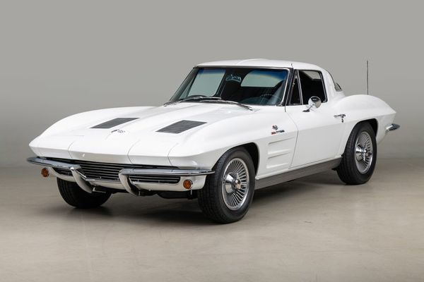 Split Window Fuelie: 1963 Corvette