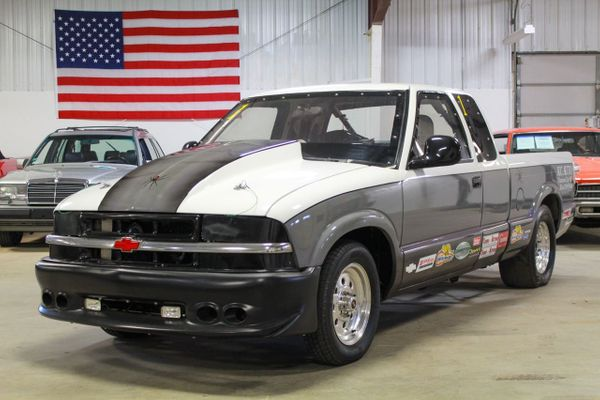 Haulin' S: 2000 Chevy S-10 Drag Truck