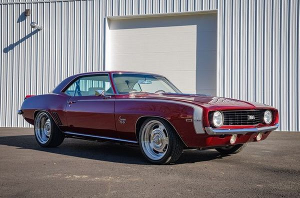 A Real 1969 SS, Hockey Stripe Camaro Restomod Up For Grabs