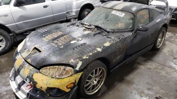 2001 Dodge Viper GTS Comes Cheap, Some Fire Damage