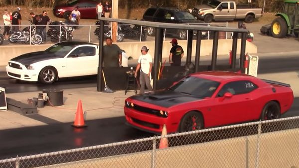 Watch Some Modern Muscle Cars Drag Race