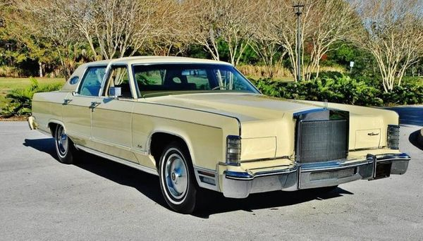 Lincoln Towncar With Sizable Luxury For Sale