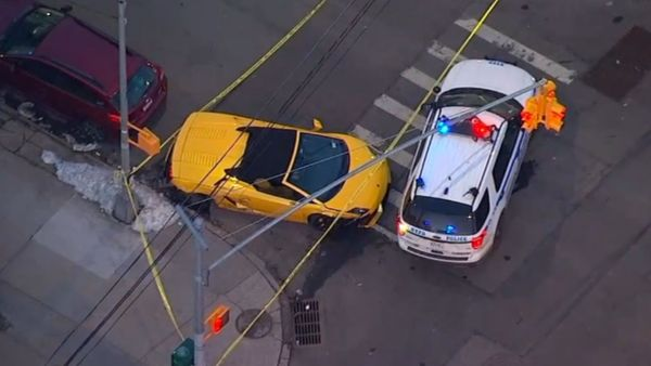 Lamborghini Gallardo Crashes In New York City